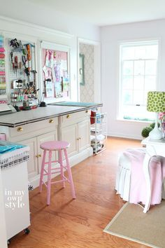 what a fab craft space - love that pink stool