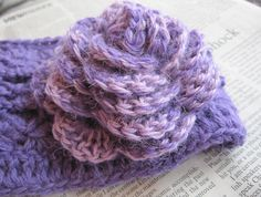 Pattern for crochet headband with a large flower