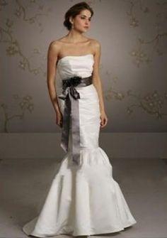 Impero vita senza spalline con un abiti da sposa colorati nero