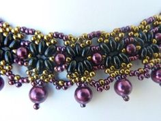 FREE beading pattern for a lacy vintage pearl necklace made from twin (two-hole) beads, pearls, and seed beads. Very lovely!
