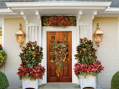 Welcome holiday visitors in a big way! Georgia designer Carmen Johnston shows how to be bold with magnolia.