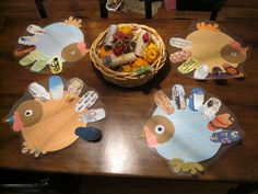 Kids make placemats for Thanksgiving