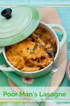 This recipe uses ground beef, a quick white sauce and shell pasta to create a tasty easy dinner on a budget. Easy Pasta Recipes, Healthy Dinner Recipes, Cooking Recipes, Crowd Recipes, Lasagne Recipes, Casserole Recipes, Dinner On A Budget, Quick Easy Dinner, Stuffed Pasta Shells