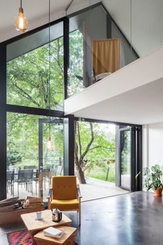 In the picture: Contemporary holiday home puts old walls in the lead – I'm going to build - Haus Ideen Loft Design, Modern House Design, Interior Exterior, Interior Architecture, Narrow House, Concept Home, A Frame House, Glass House, Home Remodeling
