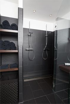 ideas for bath room brown modern interior design Gray And White Bathroom, Grey Bathroom Tiles, Grey Bathrooms, Bathroom Colors, Beautiful Bathrooms, Bathroom Ideas, Bathroom Design Luxury, Bath Design, Bathroom Styling