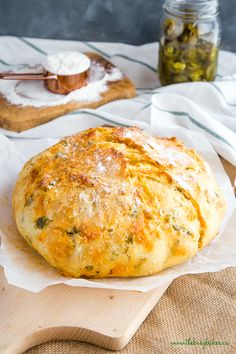 No Knead Jalapeno Cheese Artisan Bread – The Busy Baker This Easy No Knead Jalapeno Cheese Artisan Bread is the BEST savoury bread for sandwiches! It's packed with spicy pickled jalapeños and real cheddar cheese! Bread Bun, Easy Bread, Jalapeno Cheese Bread, Cheddar Cheese, Bread With Cheese, Cheese Bread Loaf Recipe, Chilli Bread Recipe, Cheese Recipes, Bagels