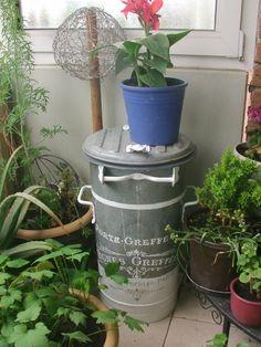 """Vintage """"alte Zinkmülltonne Blumenkübel Deko"""" von MajaSt auf DaWanda.com"""