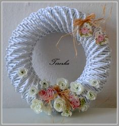 Romantika až za hrob-srdíčka z keraplastu potažená ubrouskem Quilling Art, Needlepoint, Crochet Earrings, Recycling, Christmas Decorations, Wreaths, Embroidery, Newspaper, Decoupage