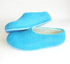 !!! - custom made sky blue felted shoes..... so dreamy.  by ekohaus on etsy