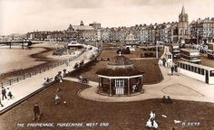 http://www.oldukphotos.com/graphics/England%20Photos/Lancashire,%20Morecambe%20Promenade%20in%20the%201940%27s%20-%20lots%20of%20vintage%20double%20decker%20buses.jpg