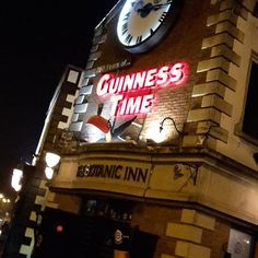 Belfast by night - Guinness time ☆☆☆ Not! I have a hang over, after drinking last night in Dublin.  But I love this picture ♡  #guinness #belfast #northireland #january2017👣