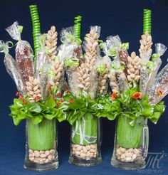 Ideas fruit basket ideas diy gift shops for 2019 Food Bouquet, Candy Bouquet, Fruit Sticks, Chocolate Flowers Bouquet, Small Centerpieces, Small Vases, Edible Bouquets, Fruit Packaging, Wedding Cake Rustic