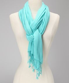 Love how they tied this scarf!
