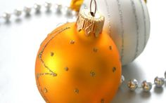Yellow Christmas Balls HD wallpaper