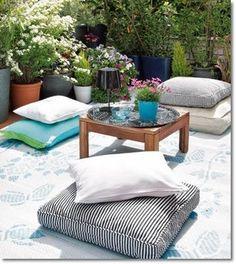 Terraza Chill Out. Con una alfombra y varios cojines, añadimos algunas plantas y una mesa central, y tendremos nuestro espacio de relax.