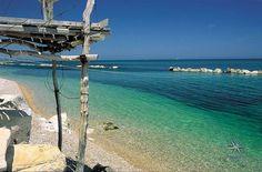 Punta Aderci a Vasto, rappresenta uno dei tratti di costa più belli d'Abruzzo grazie ad una natura incontaminata e selvaggia e…