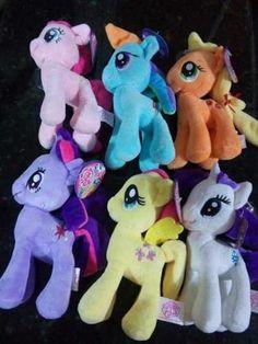 Pelúcia My Little Pony <br>Frete por conta do comprador. <br>Medida: Pelúcia 20 cm <br>Tire todas as suas dúvidas antes de clicar em comprar. <br>Produto Novo <br>Acompanha ventosa para fixação. <br>Pelúcia anti alérgica e lavável.