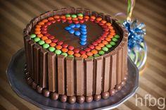 Bolo com barras de chocolate
