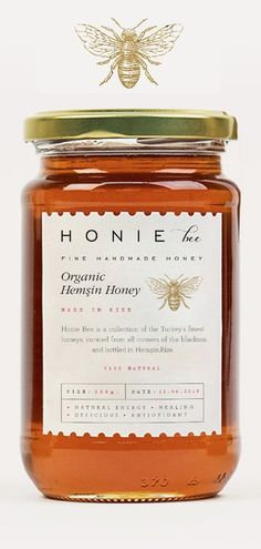 Love this simple branding design for HONIE Bee designed and created by Cansu Mer. Love this simple branding design for HONIE Bee designed and created by Cansu Merdamert The new Organic Packaging, Honey Packaging, Brand Packaging, Product Packaging Design, Product Branding, Product Label, Retail Packaging, Logo Design, Bee Design