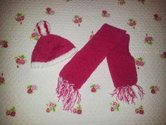 Conjunto Nata y Fresa en Cómo hacer pompones #diy #pompones #pompón #laboresenlaluna #knit #knitting #tejer #tricotar #bufanda #scarf #gorro #hat