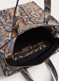 Shoppertasche aus Leder mit Schlangenhautprägung - Alles anzeigen - Taschen - Uterqüe Germany
