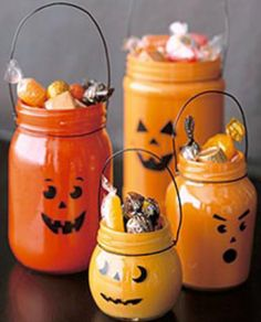 Pumpkin Mason jars. LOVE this, BUT if I fill it with candy, I WILL eat it :(