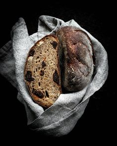 Now I've made two wonderful loaves with this revamped recipe. One loaf with honey, as seen here in the photos, and one with dark… Hazelnut Praline, Rye Flour, Cooking Bread, Baking Stone, Vintage Cooking, Dried Figs, Fruit Tart, Fresh Bread, 200 Calories