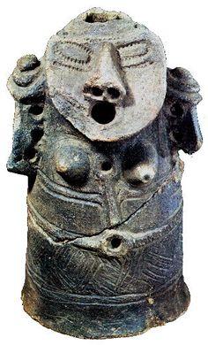Human figure, clay, Jomon. 最後は人面相土偶です