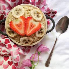 baked banana bread oatmeal- 1/2 - 2/3 cup oats 1/2 - 2/3 cup milk of choice (use the same amount as the oats) 1 ripe banana 1/2 tsp baking powder