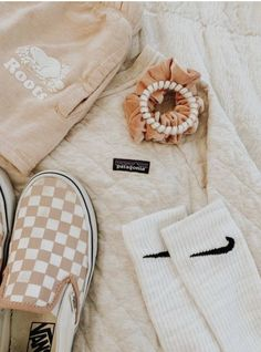 just your basic typical vsco girls. girls-of-vsco. simply your standard average vsco women. Teen Fashion Outfits, Mode Outfits, Fashion Models, Girl Outfits, School Outfits, Womens Fashion, Teen Fashion Winter, Fashion 2020, Girl Fashion