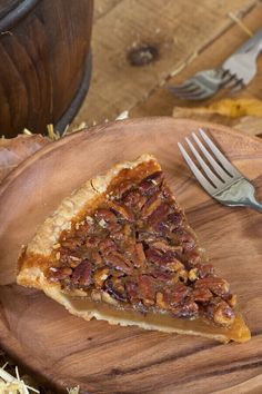 Copycat Famous Dave's Pecan Pie - Made with butter, sugar, corn syrup, eggs, van. Pecan Pie Recipe No Corn Syrup, Homemade Pecan Pie, Best Pecan Pie, Pumpkin Pecan Pie, Pecan Recipes, Homemade Desserts, Cream Recipes, Deserts