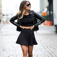 look-conjunto-preto-saia-rodada-cropped-top-comprar
