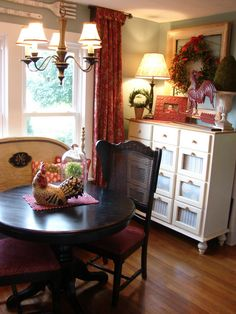 Great Dining E Love The Wall Color And Red Curtains French Country