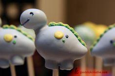 http://cupcakestakethecake.blogspot.com/2012/01/2012-cake-pops-plus-hot-air-balloon-owl.html