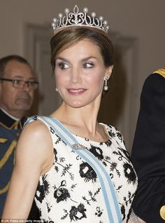 Tiara: Queen Letizia, 42. opted for a striking, sleeveless black and white dress featuring a heavy print