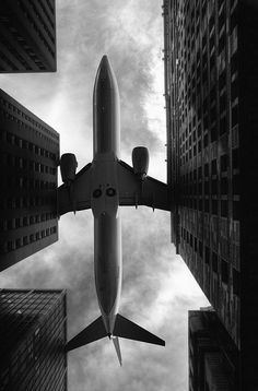 aeroplane | low flying | travel | city | black & white photography | perspective
