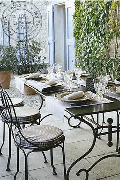 Villa Grenache photos - Bastide de Marie : luxury property with hotel services in Provence (France) Outdoor Rooms, Outdoor Dining, Outdoor Furniture Sets, Outdoor Decor, French Country House, French Farmhouse, French Cafe, Hotel Services, Outside Living