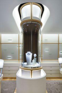 Jewellery shop design - Jouin Manku Creates Glittering Flagship for Van Cleef & Arpels in Tokyo – Jewellery shop design Jewellery Shop Design, Jewellery Showroom, Jewellery Display, Jewelry Shop, Jewelry Stores, Van Cleef Arpels, Retail Supplies, Perfume Display, Tokyo