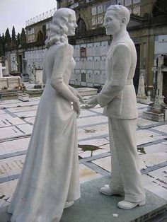 These Graves From Around The World Are Sweet, Strange And Just Bizarre. 14.) A happy couple forever.