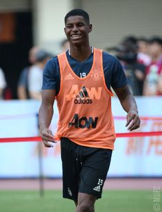 Training ahead of tomorrow's opener v Borussia Dortmund! Marcus Rashford, All Black Everything, Man United, Football Players, Manchester United, Tank Man, Soccer, The Unit, Mens Tops