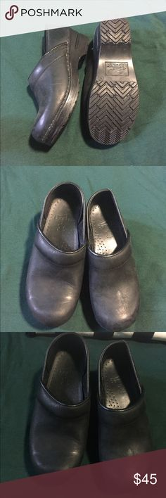 Dansko clogs, black, 35 These are a cute matte finish of the comfortable Dansko clogs. There is a small piece of inner liner missing from the left heel, but when they're on, I can never tell the difference. Size 35 and other than that one piece, they're in pretty good shape. Great arch support! Dansko Shoes Mules & Clogs