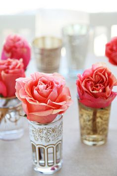 coral and deep pink roses in moroccan tea glasses. simple but sooo pretty @teresa Rivera - thought of you