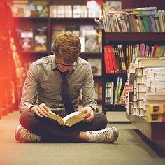 If I saw this guy in the bookstore I would give him my number lol more guys need to be book nerds!
