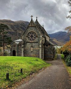 Glenfinnan, Highlands Glenfinnan, Highlands Source by Places Around The World, Oh The Places You'll Go, Places To Travel, Places To Visit, Around The Worlds, Glasgow, Edinburgh, Uk And Ie Destinations, Wedding Destination