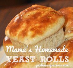 Homemade Yeast Rolls just like Mama used to make! #Baking #Bread #HolidayBaking