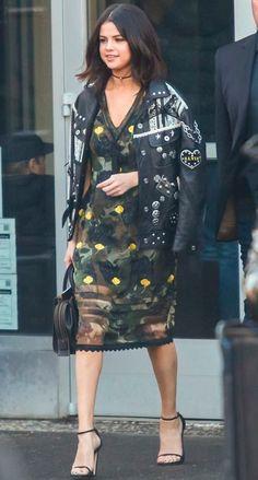 Selena Gomez  vestido militar