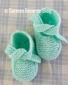 This Pin was discovered by Isa Crochet Slipper Boots, Knitted Booties, Knitted Baby Clothes, Knitted Slippers, Crochet Baby Booties, Knitting For Kids, Baby Knitting Patterns, Knitting Projects, Baby Bootees