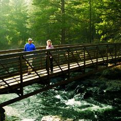 Bridge over Deschutes River in Bend, Oregon (Sunset magazine website with links to area parks)