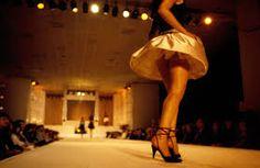 Un sensuale ballo sui tacchi: lo spettacolo a cui danno vita vi incanterà<span class='video_title_tag'> -Video</span>