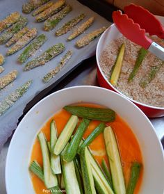 Pepi's kitchen: Κολοκυθάκια τηγανιτά στο φούρνο Baked Zucchini Sticks, Bake Zucchini, Greek Recipes, Vegan Recipes, Savory Snacks, Finger Foods, Green Beans, Healthy Lifestyle, Food And Drink